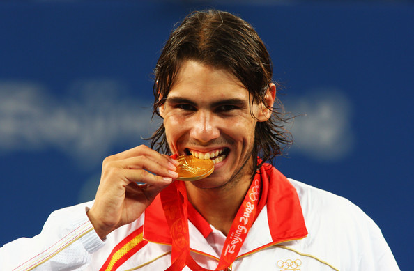 Nadal with his Olympic Gold Medal at the 2008 Beijing Olympic Games (Photo by Clive Brunskill / Source : Getty Images)