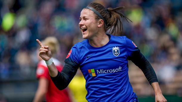 Christine Nairn started off the goals in the 20th minute | Source: Jane Gershovich/isiphotos.com
