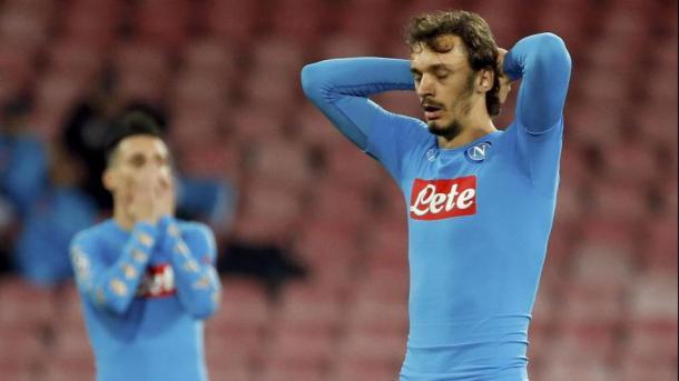 La disperazione dei giocatori del Napoli dopo il pareggio con la Dinamo Kiev