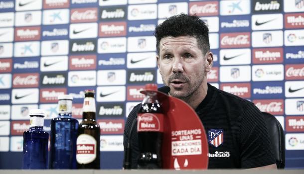 Simeone fala aos jornalistas antes do confronto contra o Valencia | Foto: Divulgação/Atletico de Madrid