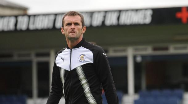 Nathan Jones, técnico del Luton, destacó la calidad de James Justin tras su renovación | Foto: Luton Town
