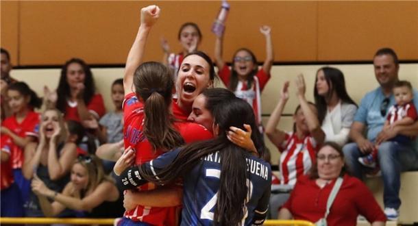 Las jugadoras del Navalcarnero celebran un gol