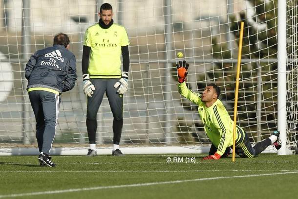 Entrenamiento específico de los porteros durante el entrenamiento | FOTO: Real Madrid CF