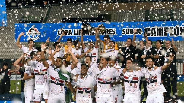 Neres celebrando la Copa Libertadores sub-20 con el São Paulo / Fuente: saopaulofc.net