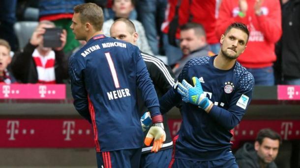 Lesionado, Neuer da lugar a Ulreich (imago/Bernd Mueller)