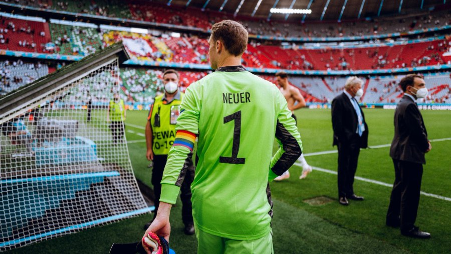 Manuel Neuer con el brazalete de capitán./ Imagen: Twitter @DFB_Team