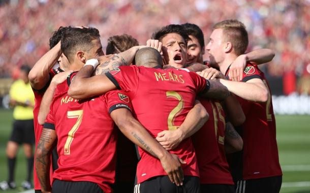 Atlanta celebrate Villalba's goal (Photo: Miguel Martinez / Mundo Hispanico)