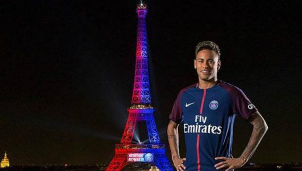 Foto publicada por el PSG en sus redes sociales donde se ve a Neymar junto a la Torre Eiffel | Foto: FACEBOOK PARIS SAINT-GERMAIN