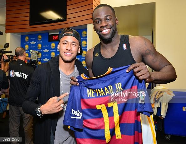 Neymar poses alongside NBA star Draymond Green during the 2016 NBA Finals. (Source: