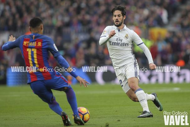 Neymar aids in Barcelona's goal.   Photo:Alex Gallardo/VAVEL Espana