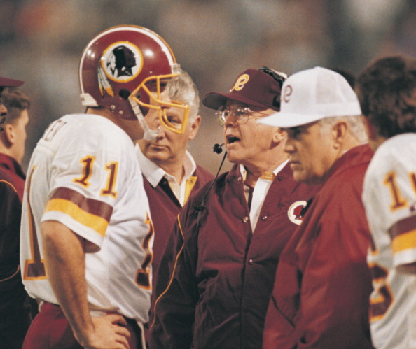 Mark Rypien e Joe Gibbs (Foto: Sporting News Archive/Sporting News)