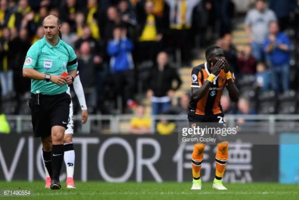 Oumar Niasse looks perplexed at his dismissal | Photo: Getty/ Gareth Copley