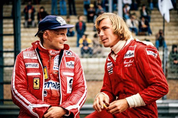 Lauda (Ferrari) e Hunt (McLaren) em 1976 (Foto: Reprodução/F1)