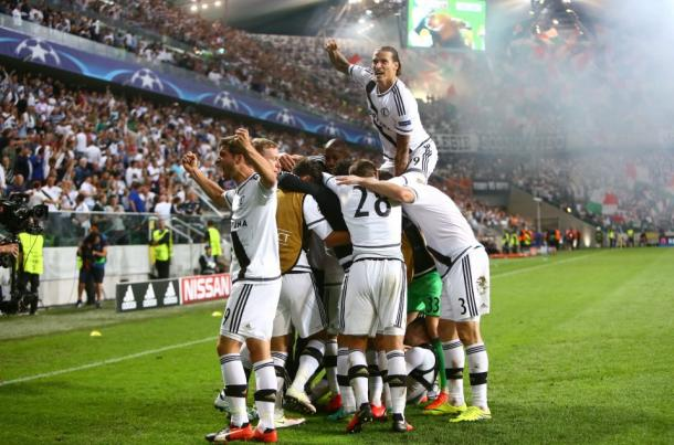 The Legia players celebrate reaching the Champions League group stages after defeating Dundalk | Photo: Getty
