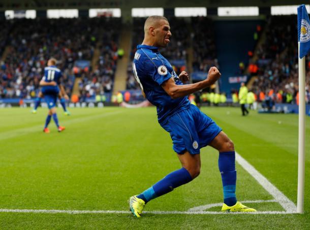 Islam Slimani celebrando un gol con la camiseta del Leicester | The Sun