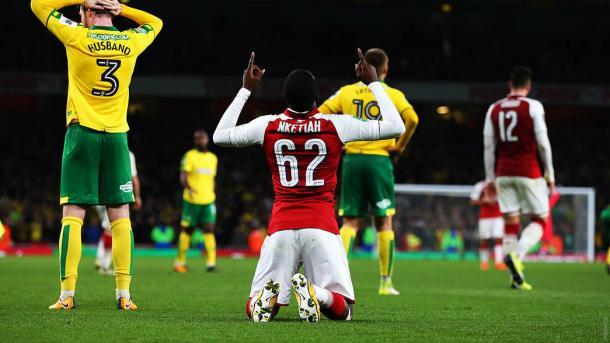 Nketiah celebra uno de sus goles frente al Norwich | Fotografía: Arsenal