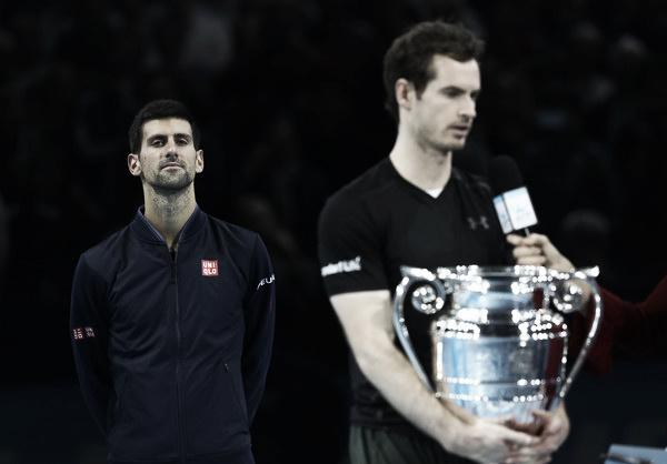 Djokovic observa a Murray tras perder la final de la Copa de Maestros. Foto: zimbio.com