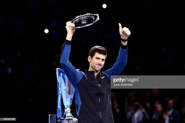 Djokovic alza el trofeo de finalista en Londres. Foto: Getty Images.