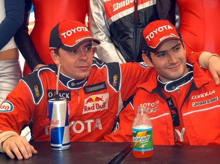 Norberto Fontana junto Nicolas Vuyovich en la conferencia de prensa pos-carrera. Foto: Infobae.