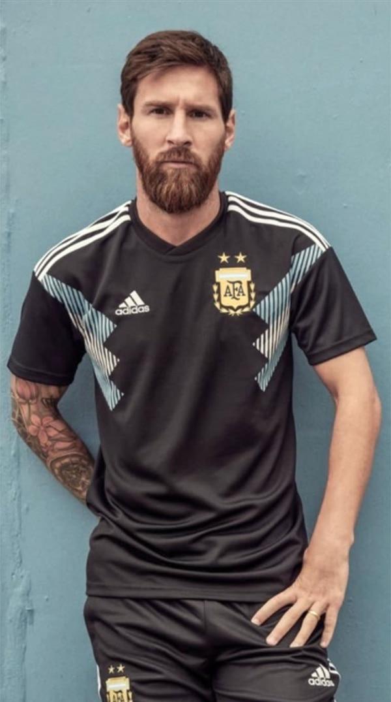 Messi, en la presentación oficial de la camiseta alternativa.