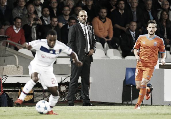 Nuno Espírito Santo dirigindo equipe contra o Lyon pela Champions (Foto: Jean Catuffe - Getty Images)