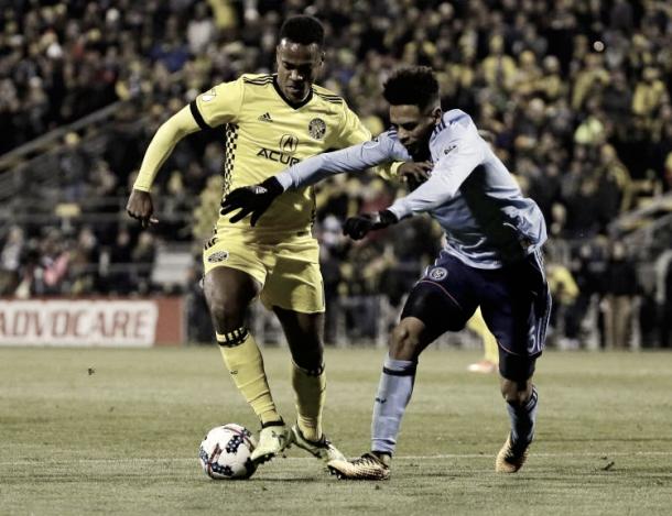 Alexander Callens (blue) will serve his one match ban on Thursday. | Photo: Adam Cairns/Columbus Dispatch