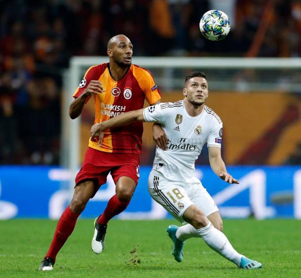 Steven N'Zonzi y Luka Jovic durante el Galatasaray vs Real Madrid (3ª Jornada de la UEFA Champions League) / Fuente: Real Madrid Web Oficial