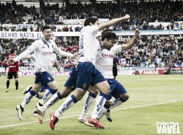 Jugadores del Zaragoza celebrando un gol | Fotografía: Andrea Royo (VAVEL)