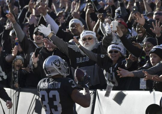 Can the Oakland Raiders offense prevail without Derek Carr?   Photo: Kirby Lee-USA TODAY Sports