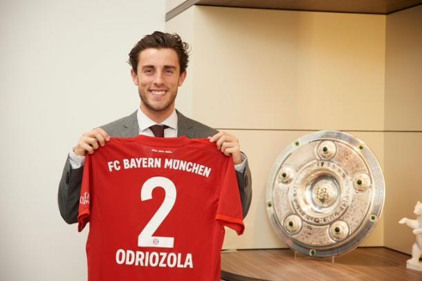 Odriozola lucirá el dorsal 2 en el FC Bayern de Múnich | Foto: @FCBayern