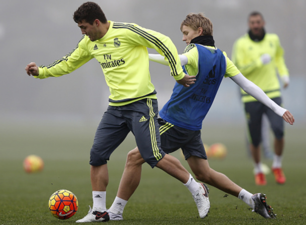 Ødegaard (right, in bib) tussling with midfield counterpart Mateo Kovačić in first-team training last season. | Photo: Getty