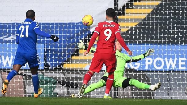 Schemeichel sostuvo al Leicester cuando más dominaba el Liverpool / FOTO: Premier League