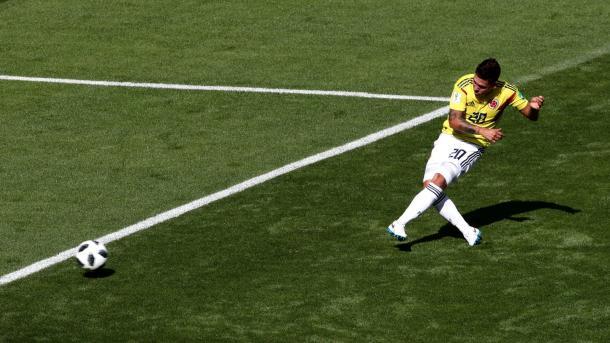 Quintero cobra a falta que empataria a partida (Foto: Clive Brunskill/ Getty Images)