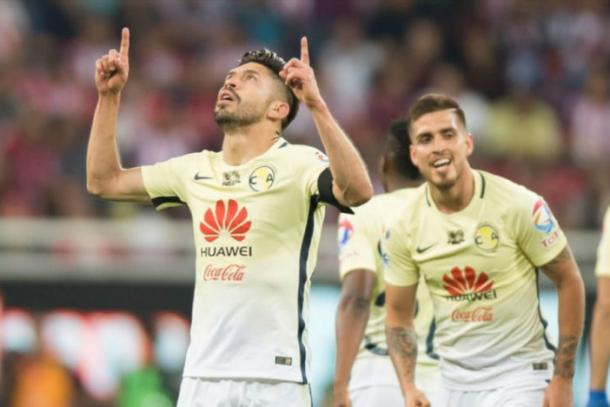 Oribe Peralta festejando su anotación en Clásico    Foto: Proceso