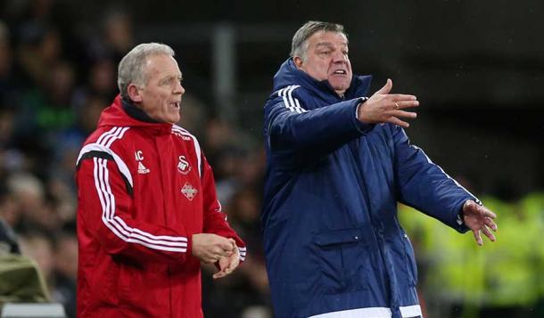 Allardyce y Curtis dando instrucciones. Foto: Premier League