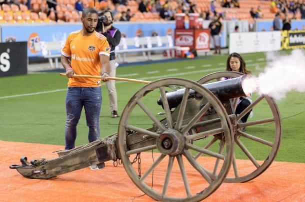 'El Capitan' endisparadoen el Texas Derby (houstondynamo.com)