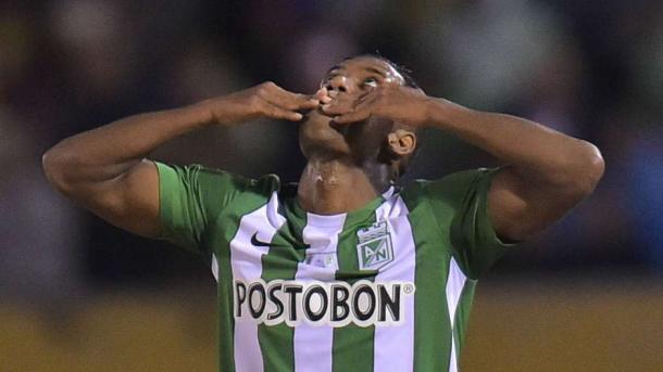 Orlando Berrío celebra su gol mirando al cielo. | Foto: Getty Images