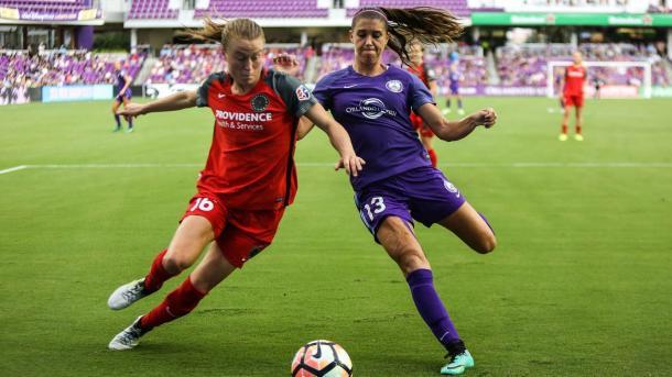 Emily Sonnett and Alex Morgan in last seasons 0-0 draw | Photo: Orlando Sentinel