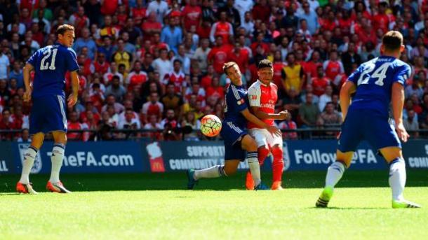 Chamberlain dispara para poner el 1-0 | Foto: FA