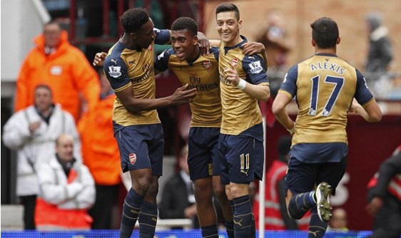 Arsenal celebrate the opening goal. Source: totalsportek