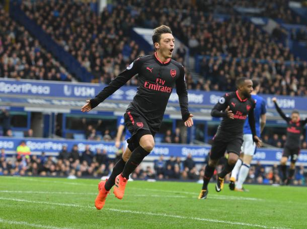 Özil celebra su gol ante el Everton   Fotografía: Arsenal