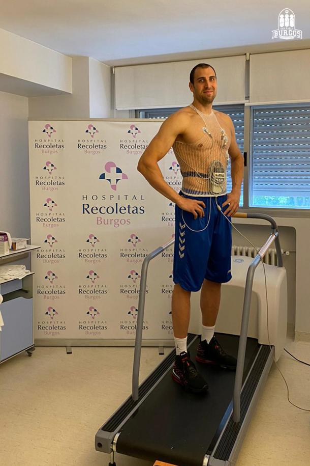 Pablo Aguilar pasando el reconocimiento médico   Foto: San Pablo Burgos