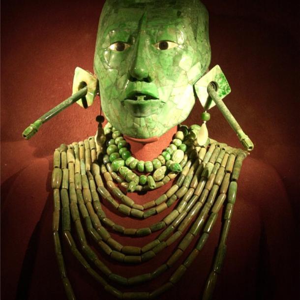 Estrabismo en esta máscara de jade que posiblemente represente al rey Pakal | AP