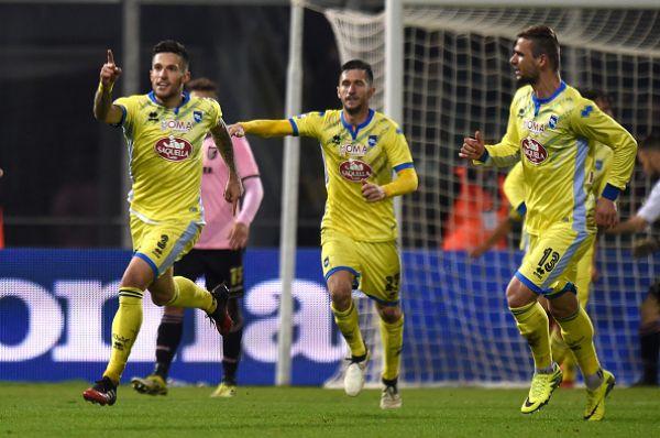 L'esultanza di Biraghi dopo il gol del pareggio