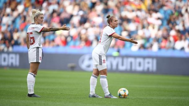 Mapi León y Alexia Putellas, sincronizadas hacia el sueño de España / Foto: FIFA