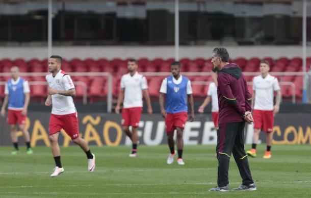 Patón Bauza comanda último treino do São Paulo, já no Morumbi (Foto: Miguel Schincariol / São Paulo FC)