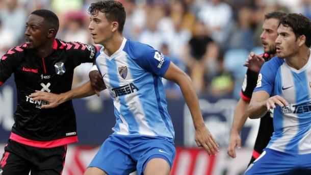 Pau disputando un partido con el Málaga C.F / Foto: Málaga C.F