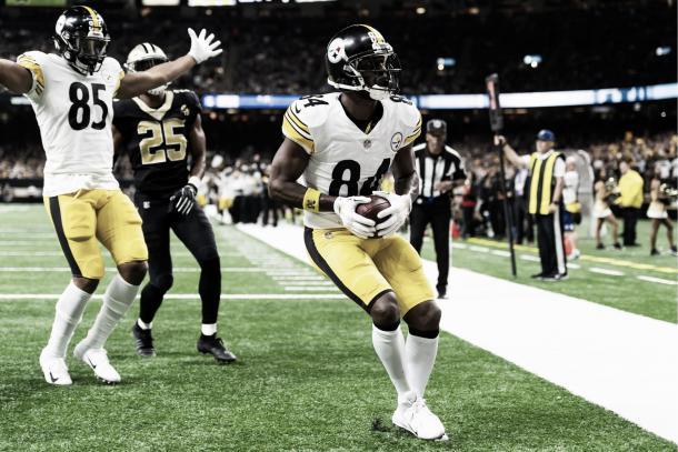 Antonio Brown terminó con 2 TDs y 185 yardas imponiendo un nuevo récord en la NFL de 6 temporadas seguidas con más de 100 recepciones | Foto: steelers.com