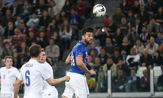 Pelle scores for Italy in a friendly against England | Photo: Daily Mail