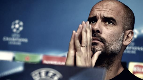 Pep Guardiola piensa y confía   Foto: UEFA